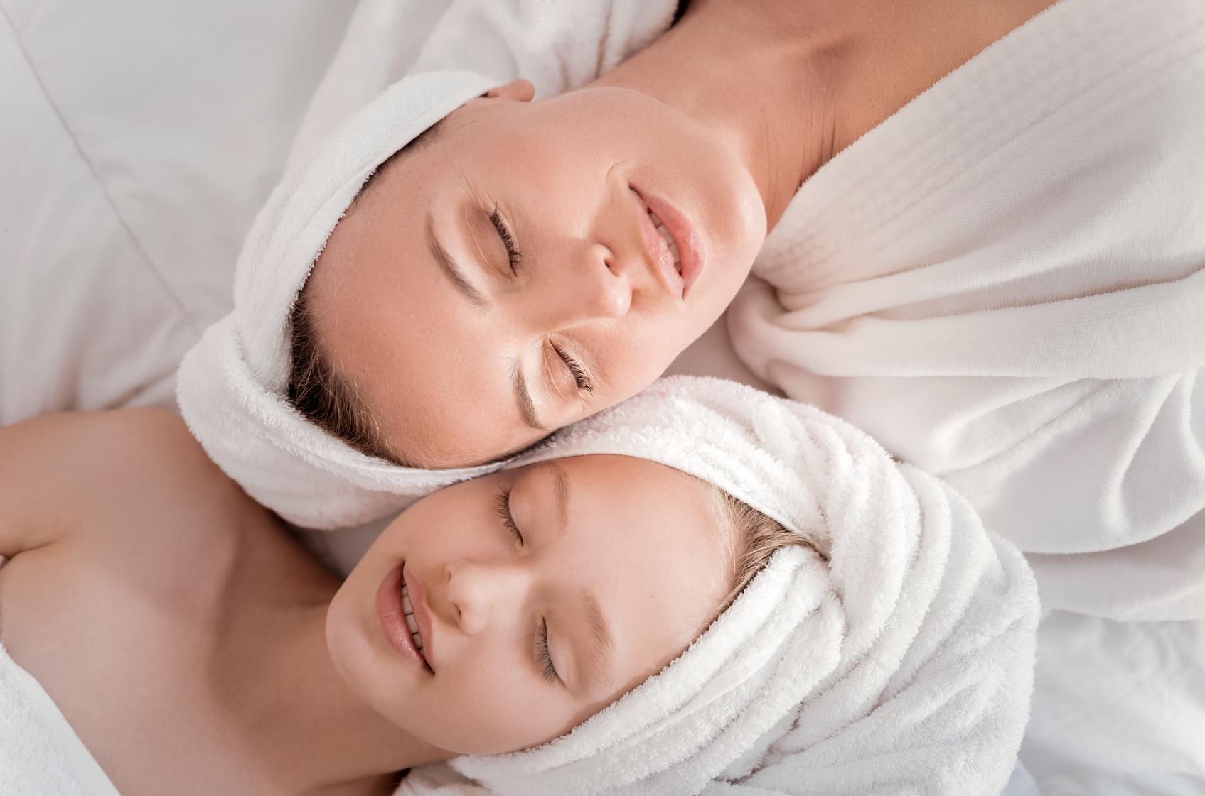 Mère et fille en relaxation au SPA Nordique du Domaine du Hirtz