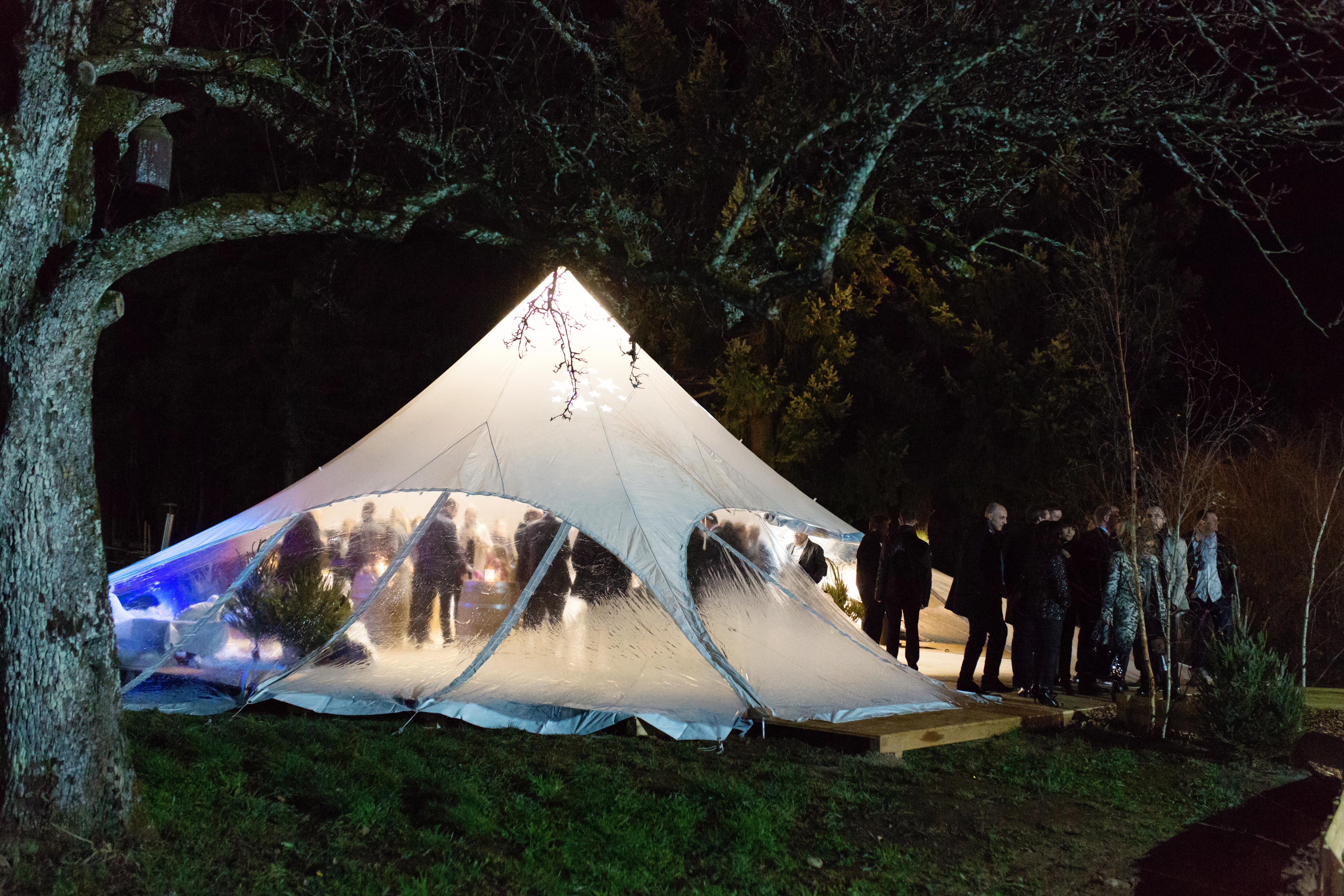 Tente dans le parc du Domaine du Hirtz