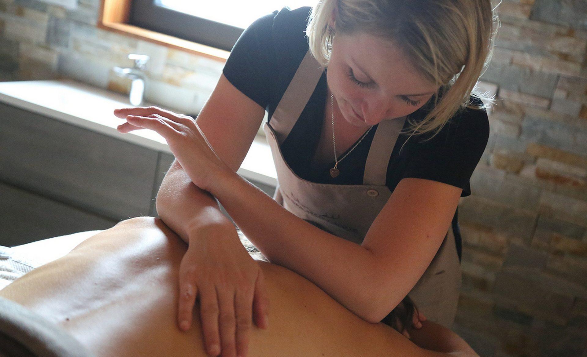 Séance de massage au SPA Nordique du Domaine du Hirtz